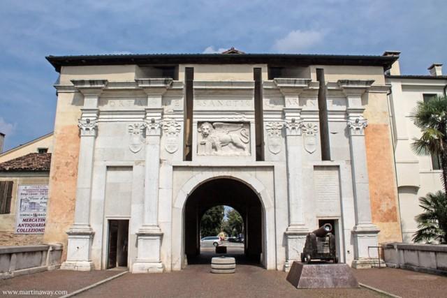Negozio/Ufficio  in Vendita a Treviso